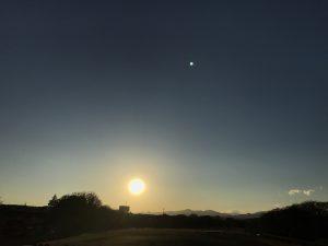 色合い違えど立派な夕日